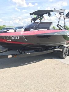 YEAR END DEAL  SHARP 2011 AXIS - 22 ' Pleasure and Ski Boat