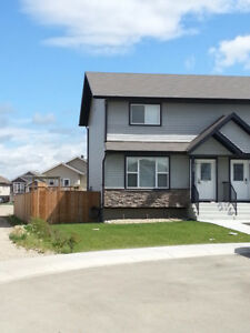 Beautiful two storey half duplex for rent Oct 15/17 in Penhold.