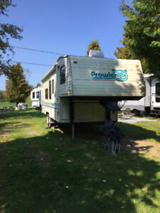 Prowler Fifth Wheel 26 pied