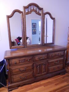 Grand meuble, commode et table de nuit/Dressers & night table