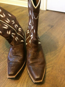 Ariat Cowboy Boots Female Size 8.5