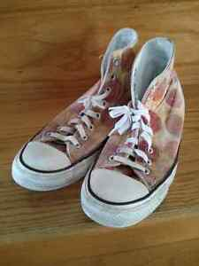 Converse sz 7 men's/ 9 women's shoes
