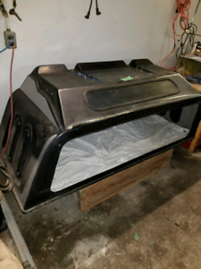 PICK UP TRUCK  **SLEEPER UNIT**