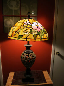 Tiffany style stained glass table lamp.