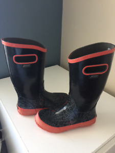 boys size 2 Boggs rain boots  - like new!