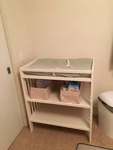 **Table à langer Ikea/Changing table Ikea**