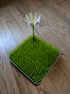 Boon grass drying rack with flower