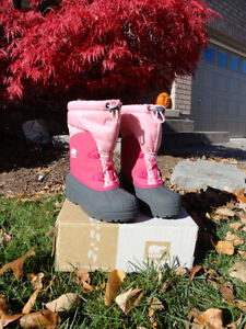 Girls Youth Pink Sorel Snow Boots -Size 3 - Mint Condition