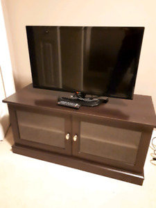 """32"""" LG TV and Stand"""