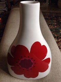 Vase / ornament