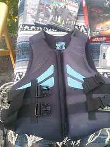 Bodyglove small life jacket 30 obo