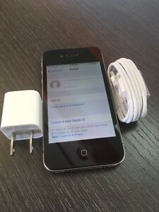 IPHONE 4s 16gb BELL 10/10