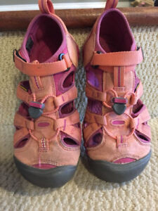 Leather Keen girl's sandals size 3: equivalent to women's size 5