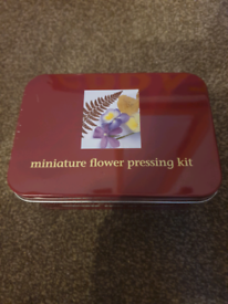 Miniature flower pressing kit