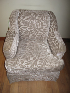 SOLD - Luxurious Barrymore Fraser fauteuil armchair 3 years old