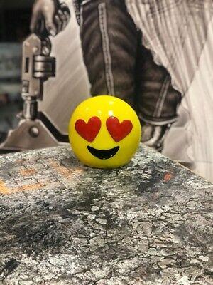 Emotion Spardose Polyresin - Gesicht mit Herzaugen Emoji  ()