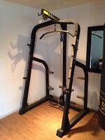 Cage nautilus, poulie, bench press et squat rack