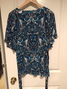 Blue flutter sleeve blouse - size 14 London Ontario image 2