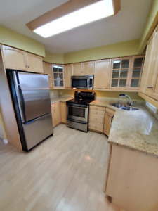 2 BED 2 BATH HOME ON THE LAKE WITH GARAGE!