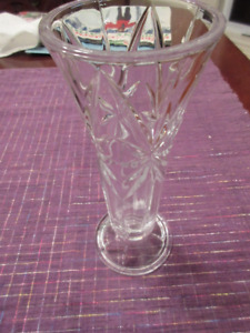 Very beautiful cut crystal bud vase - Perfect condition