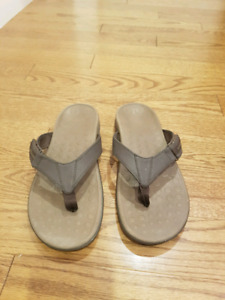 Orthoheel brand flip flops with arch support