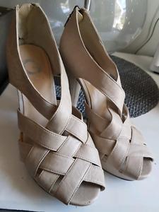 GUESS Cream Heels