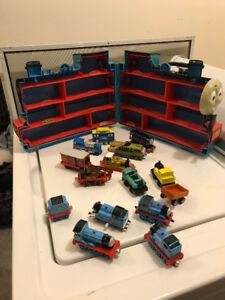 THOMAS TRAIN LARGE CARRY CASE WITH 15 THOMAS LIKE NEW