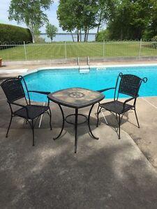 Table à café avec 2 chaises