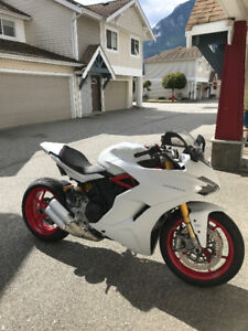Ducati Supersport S White 2017