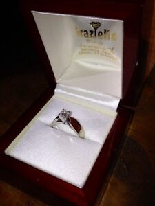 18KT White Gold Solitaire Engagement Ring Peterborough Peterborough Area image 6