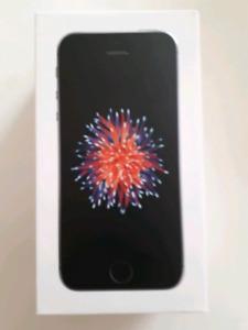 Iphone SE 32 GB debloqué pratiquement neuf a vendre !!!