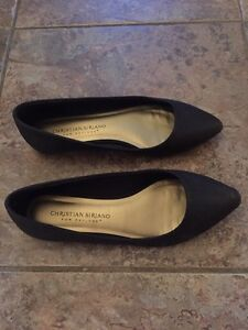 Black shoes - flats - size 5 women's or size 3 youth  London Ontario image 2