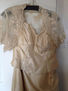 BRIDAL GOWN/MOTHER OF THE BRIDE/GROOM DRESS Cornwall Ontario image 4
