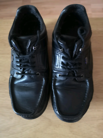 Men's Pod Shoe's size 7