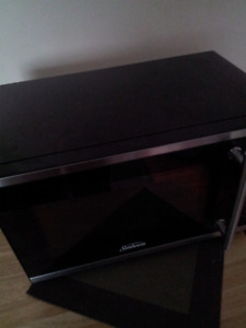 Small black microwave ex conditionselling this microwave ex