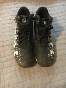 Youth Boys Size 4 Under Armour Baseball Cleat Shoes
