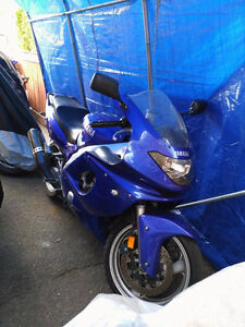 YAMAHA YZF IN SHAPE JUSTE 29933KM/faites moi une offre!!!