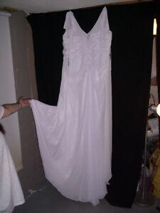Robe de mariée ou bal neuve de taille 18 a 22 ajustables