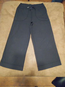 $25$ Lululemon Wide Leg Cropped Pants (Size 2/XS)