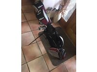 Set of wilson's kids golf clubs with bag