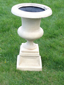 RESIN STONE-LOOK URNS/PLANTERS (SET)(TAUPE)(LIKE NEW)(Paid $400) London Ontario image 6