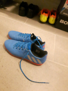 06e4110ed Indoor Soccer Shoes Size 8   Kijiji in Alberta. - Buy, Sell & Save ...