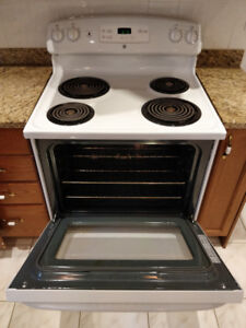 Full-Sized GE Stove – Works Great, Very Clean, Heats Up Quick!
