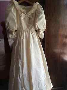 Vintage Wedding Dress [6] (Made by Canadian ILGWU 1968-1984) Kingston Kingston Area image 7