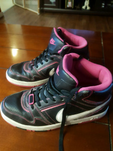 Nike Air Shoes Size 9.