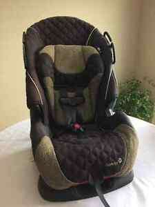 3 in 1 baby carseat ( like Brand New)