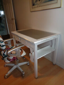 DESK AND CHAIR WITH ADJUSTABLE ARMS SEAT AND BACK