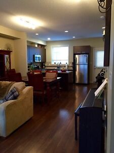 FURNISHED TOWNHOUSE IN ELLERSLIE... MOVE IN READY!
