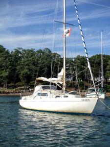 Albin Vega 27    Full Keel Sailboat