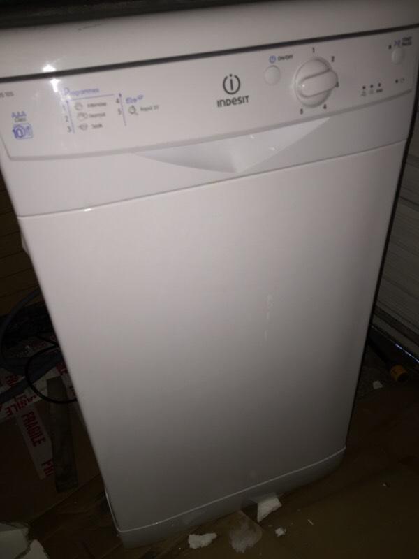 Table Top Dishwasher London : Indesit iDS 105 slimline freestanding dishwasher. Buyer collects